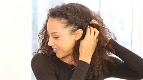 hairstyles plaits curly hair watch hey hair genius a hairstyle how to for curly hair