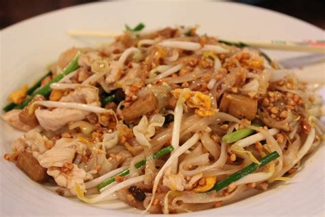 pad thai top things to do and see in phuket