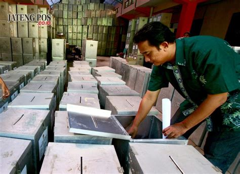 Kotak 14x10x4 Pakai Lapisan Dalam pilkada kota tegal gunakan kotak suara lama jateng pos