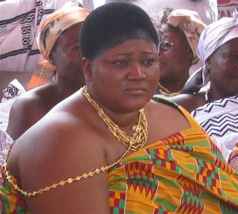 ghanians queen hairstyle monhemaa queen mother of mong nana agyakomaa dufie