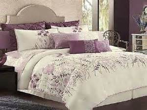 Purple And White Bedding by Best 25 Purple Bedspread Ideas On Lilac