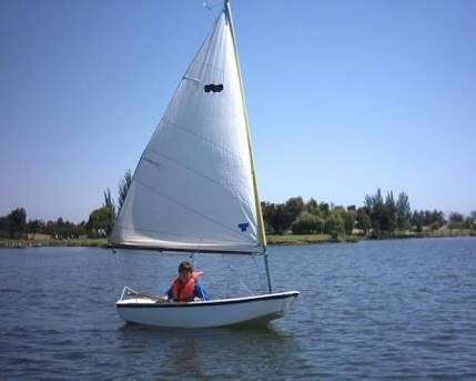 single handed sailing boats what is the proper size of a boat for single handed