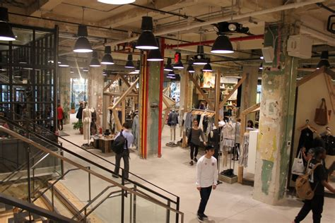 I Shoppers From Outfitters by Outfitters To Supersize Stores Business Insider