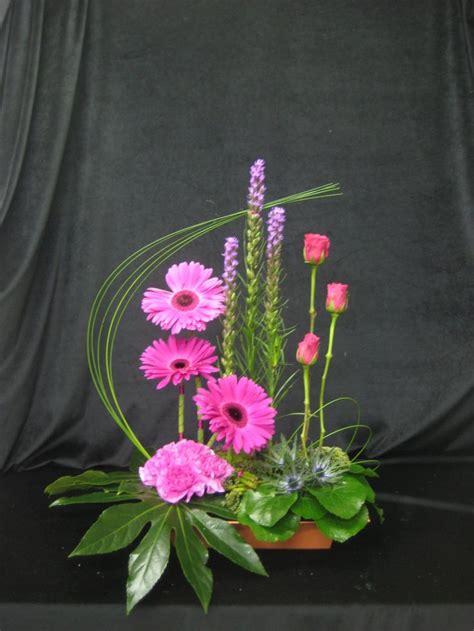 floral arranging 25 best ideas about contemporary flower arrangements on