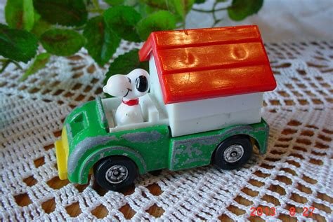 dog house cast vintage die cast snoopy dog house truck by mellymcbluetreasures
