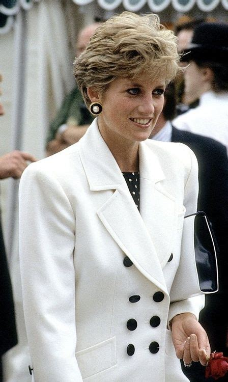 lady diana biography en ingles confident princess di pinterest confident diana and