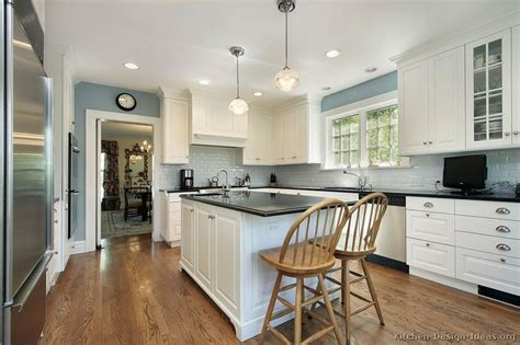 Early American Kitchen Cabinets Blue Gray Kitchen Walls Blue Kitchen Walls With White Cabinets Kitchen Color Pinterest