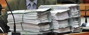 ufficio cancellazione protesti roma tribunale cancelliere falsificava atti condannato a