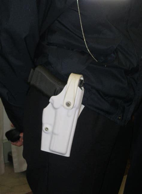 polizia municipale porto recanati no alle armi ai vigili il consiglio boccia la mozione