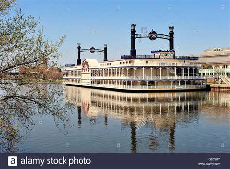 elgin boat casino the grand victoria riverboat and casino complex in elgin