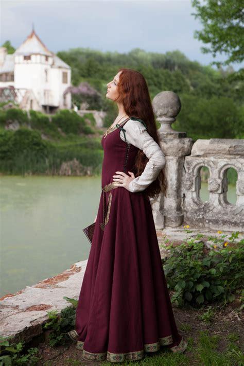 medieval wool dress green sleeves