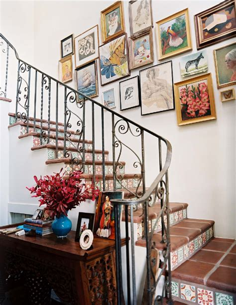 decorando alrededor de una escalera