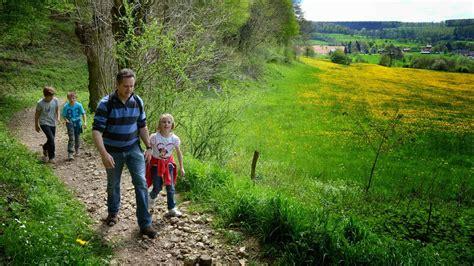wandlen länglich toerisme voerstreek wandelen familie