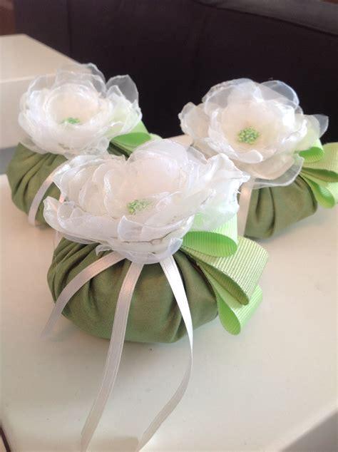 fiore portaconfetti sacchetti portaconfetti in taffeta con fiore fatto a mano