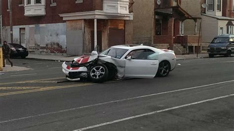 car crash philadelphia car hospitalizes two officers 171 cbs philly