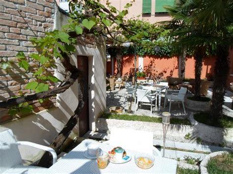 breakfast under wine leaves picture of hotel la pergola