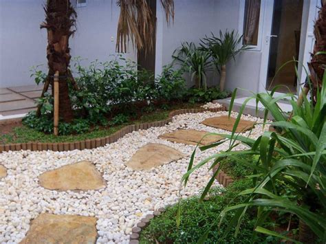 22 Desain Taman Mungil desain taman depan rumah dengan batu kerikil rumah 123