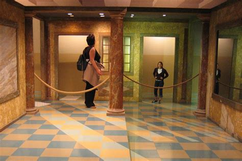 ames room illusion file ames room forced perspective jpg wikimedia commons
