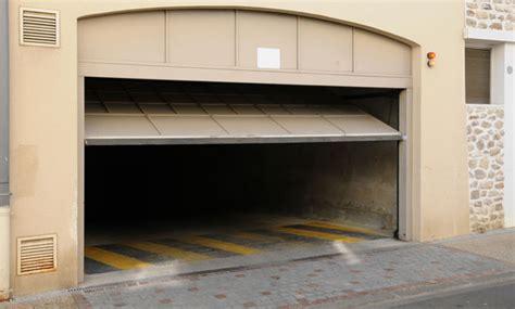 Off Tracks Garage Door Repair La Punete Ca La Overhead Garage Door