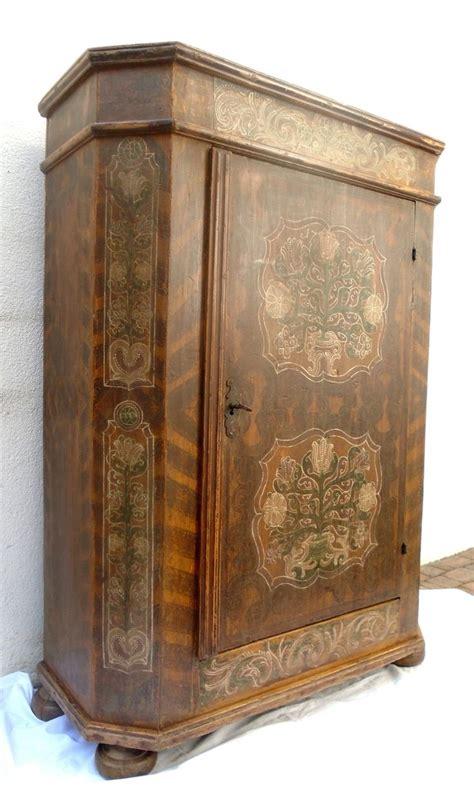 armadi antichi in vendita pi 249 di 25 fantastiche idee su mobili antichi su