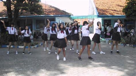 film remaja dance jkt48 gadis remaja dance cover by ht one48 doovi