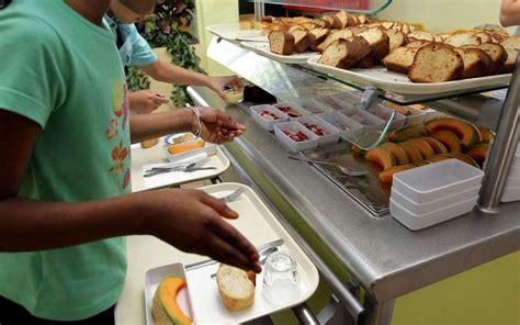 cuisine scolaire pi 233 mont oloronais la cuisine scolaire en gr 232 ve mardi