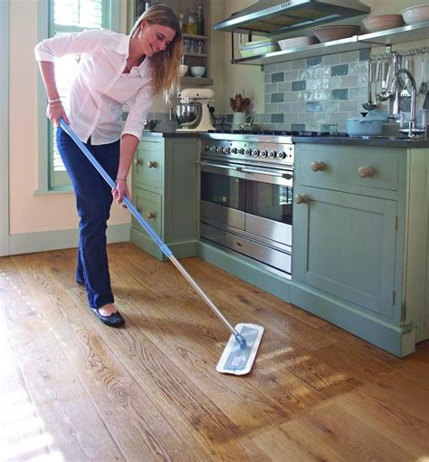 maintenance of and lacquered wooden floors esb