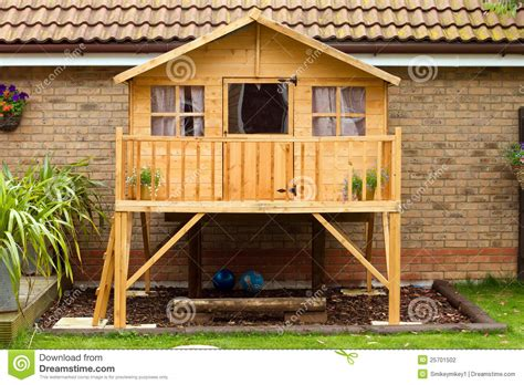 Childrens Treehouses Tree House From The Childrens Childrens Wooden Treehouse In The Garden Stock Photo
