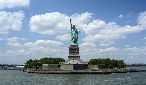 what color is the statue of liberty what color was the statue of liberty originally