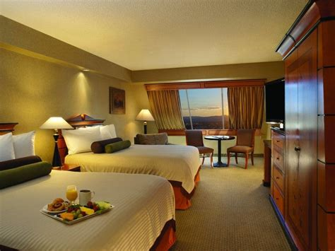Pyramid Deluxe Room by The Luxor Hotel And Casino At Cheaphotels 174