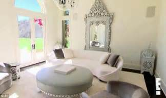 Khloe Kardashian Home Interior Check Out The Moroccan Accents In Khloe Kardashian S New