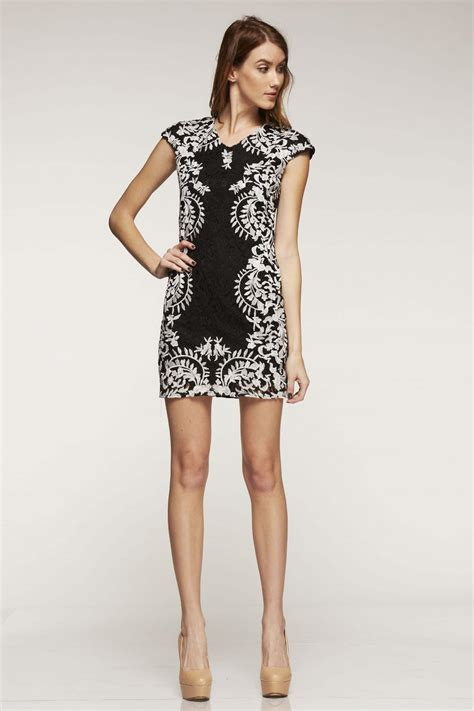 21867 Blackwhite Lace chanel inspired lace shift dress in black white alila