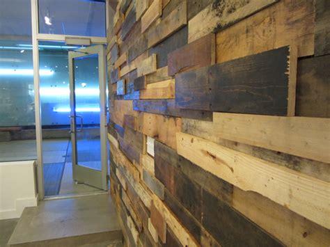 pareti interne rivestite in legno ricicla le assi dei pallet e crea originali pareti