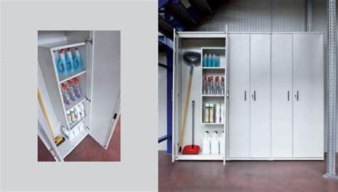 scaffali per sgabuzzino armadio per ripostiglio armadi di servizio