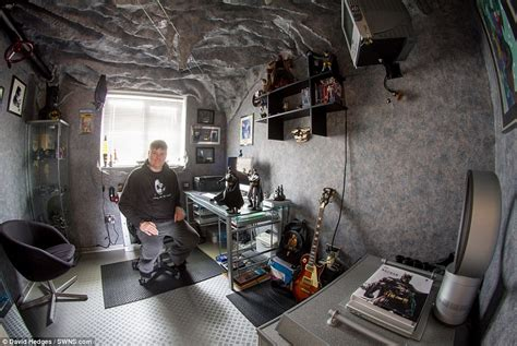 Bat Cave Bedroom by Batman Fan Spends 18 Months Turning Spare Room Into A Batcave Daily Mail
