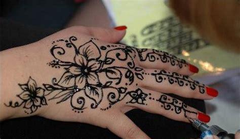 tattoo henna natural simple natural henna tattoo design on hand dheris