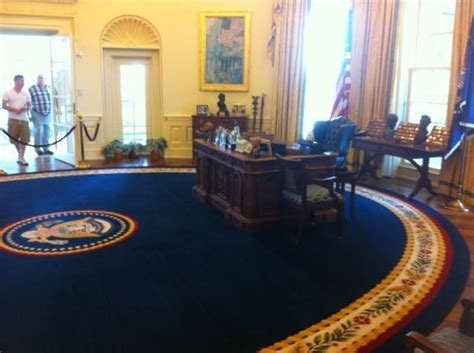clinton oval office clinton oval office picture of william j clinton