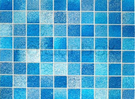 blaue badezimmer bilder blauen fliesen im badezimmer stockfoto colourbox