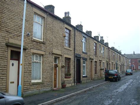 Modern Looking Houses Terraced Housing Shaw 169 Michael Ely Cc By Sa 2 0