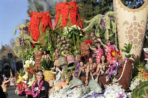 new year dole parade on new year s day 2015 dole float island