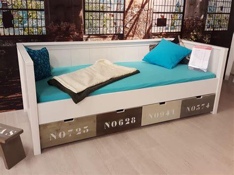 Houten Bed Met Lades by Houten Bed Met Lades Free Wit Houten Bed Cm Met Laden En