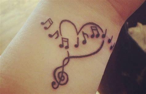 imagenes de tatuajes de letras musicales tatuajes de notas musicales en la mu 241 eca
