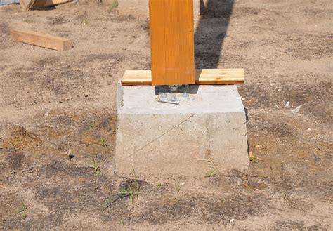 Holzpfosten In Erde Befestigen by Holzpfosten Auf Beton Befestigen 187 Mit Diesen Methoden Geht S