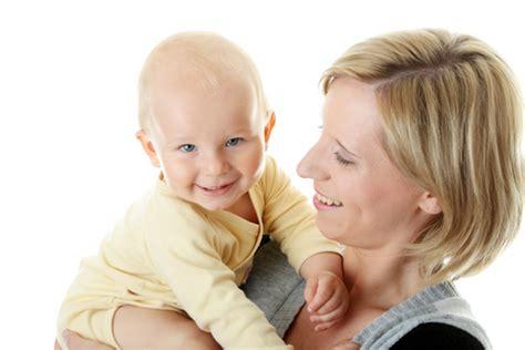 nove mesi neonato alimentazione bambini la comprensione delle prime parole inizia tra i