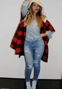 Beyonces Style beyonc 233 effortlessly blends denim and flannelette