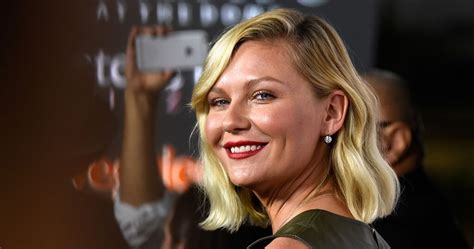 Kirsten Always Has A Fashion Trick Up Sleeve by Kirsten Dunst Net A Porter The Edit