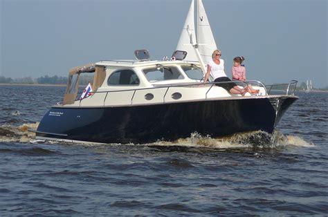 boot motor motorboot huren in friesland rivercruise 35 cabin launch