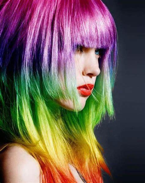 el pelo de la 1374924121 con el pelo pintado con colores del arco 237 ris