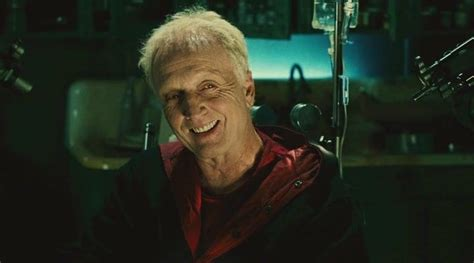 jigsaw di film saw smiling john kramer aka jigsaw tobin bell in saw ii