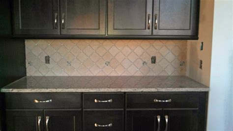 kitchen cabinets with blue backsplash quicua